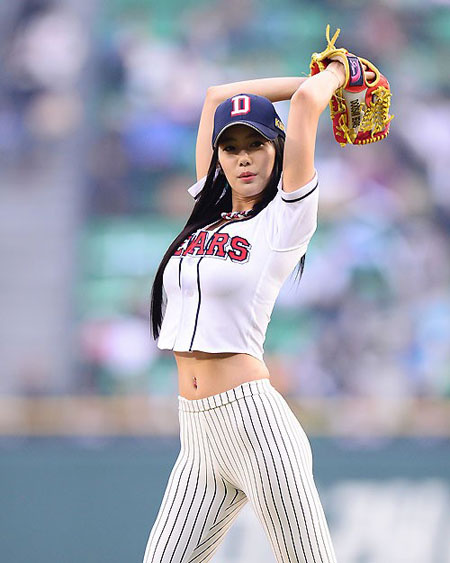 Clara winds up to throw the first pitch at a baseball game in Jamsil, southern Seoul, on May 3, wearing figure-hugging white leggings. She  found her name going viral following the event. / Korea Times file