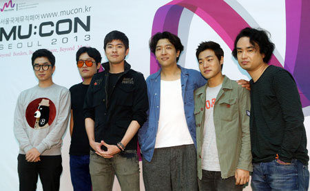 "K-rock band Jang Ki-ha and the Faces pose at a press meeting held to promote ""MU:CON Seoul 2013"" at the Broadcast Center in Mok-dong, Seoul, Tuesday. International music moguls will gather at the 2nd international music market, to be held from Oct. 10 to Oct. 11. The Korea Creative Content Agency (KOCCA), the organizer of the event, will select promising Korean artists and promote them for overseas exposure. / Courtesy of KOCCA"