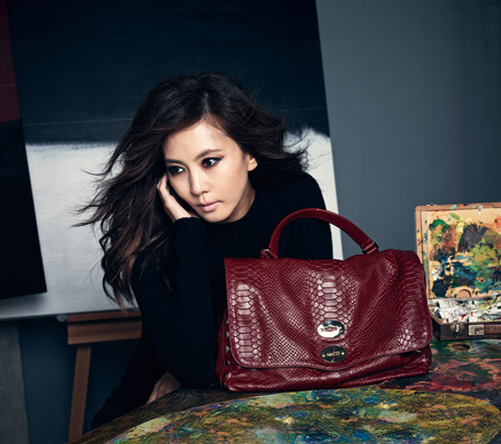 "Actress Kim Nam-joo poses with the bag that she helped design, and which is being sold at ELBON the Style shops nationwide. The actress is known as a leading fashionista who sells out every itme or bag she holds. She has recently lent her creative design to designing the bag dubbed ""Kim Nam-joo bag. / Courtesy of ELBON the Style"