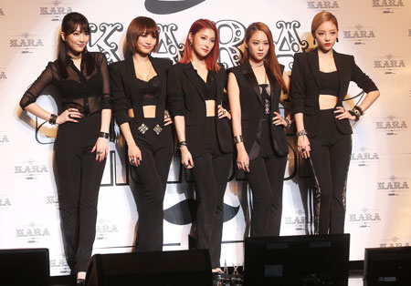 Nicole, second from left, of Kara, has said that she will not renew her contract that expires in January with the group's agency DSP Media, suggesting changes for the popular K-pop girl group. The agency said Kara will continue even with the exit of one member. The group is currently touring Japan. / Yonhap