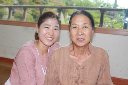 Owner-chef Kang Tae-gap and her mother