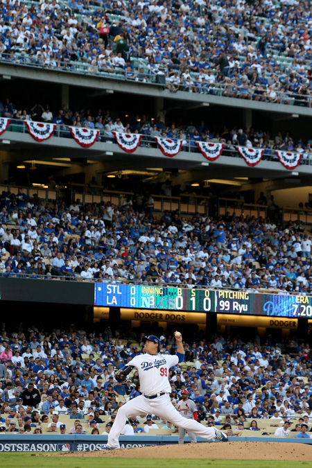 Los Angeles Dodgers' Ryu Hyun-jin pitches against the St. Louis Cardinals in Game 3 of the National League Championship Series at Dodger Stadium in Los Angeles Monday. / AFP-Yonhap