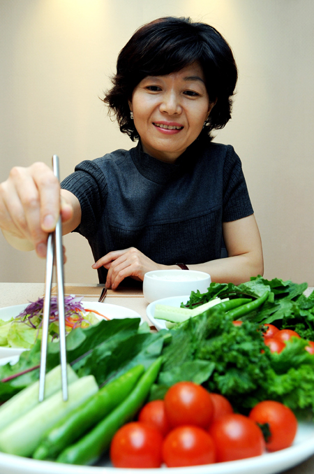 Doctors stress that a balanced diet based on vegetables helps prevent obesity and related diseases. / Korea Times file