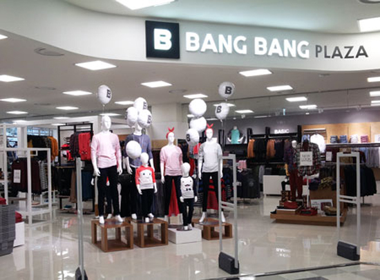 This is the inside of Bang Bang's recently launched store in discount chain Homeplus in Seoul. The casual wear manufacturer known for its popular jeans has diversified the product range this year, which includes underwear, accessories and outdoor products. / Courtesy of Bang Bang