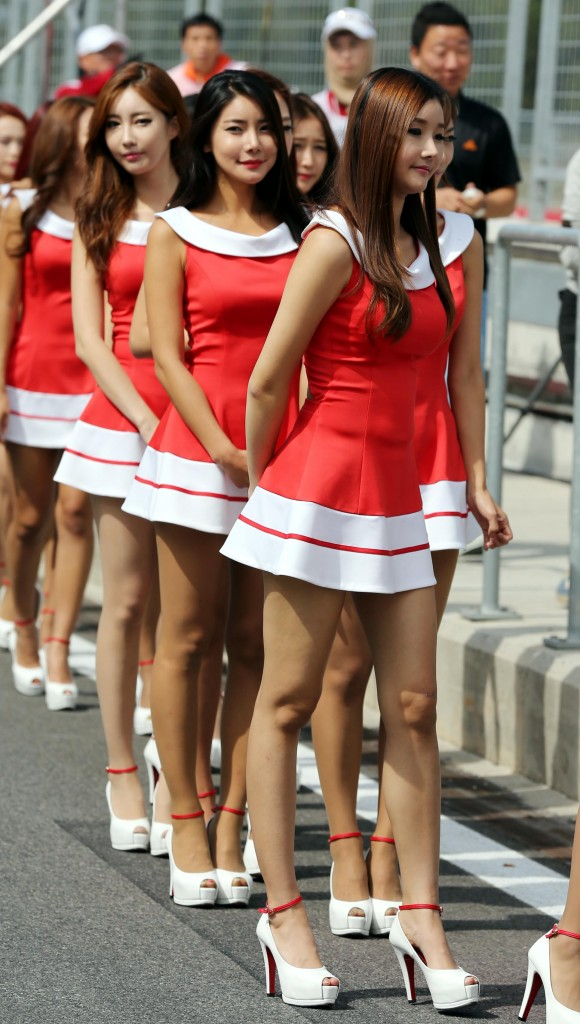 Racing girls (Yonhap)