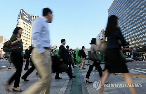 Korean women live an average of 7-years longer than Korean men. (Yonhap)