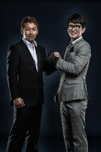 Right side is the comedian figher.  (Yonhap)