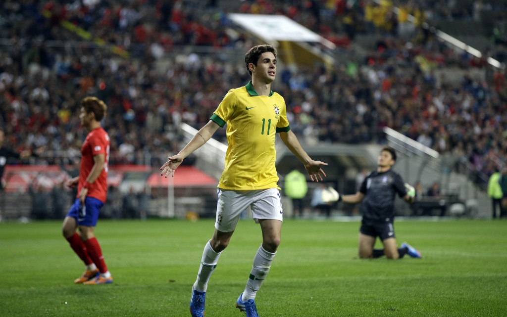 Brazil's Oscar celebrates his goal as South Korea's goalkeeper Jung Sung-ryong, right, reacts during their friendly soccer match at Seoul World Cup Stadium in Seoul, South Korea, Saturday, Oct.12, 2013. Brazil won 2-0. (AP Photo/Lee Jin-man)