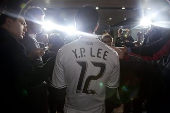 Young-Pyo Lee will play his last game on Sunday. (AP)