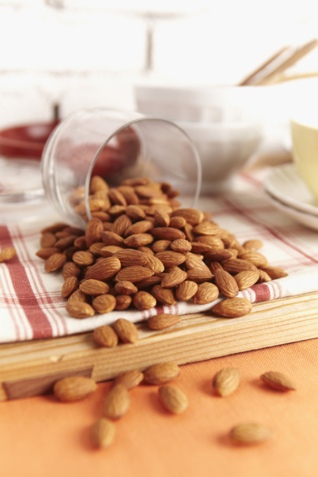 A research suggests that almonds, rich in alpha tocopherol, a form of vitamin E, reduce inflammation and oxidative stress.