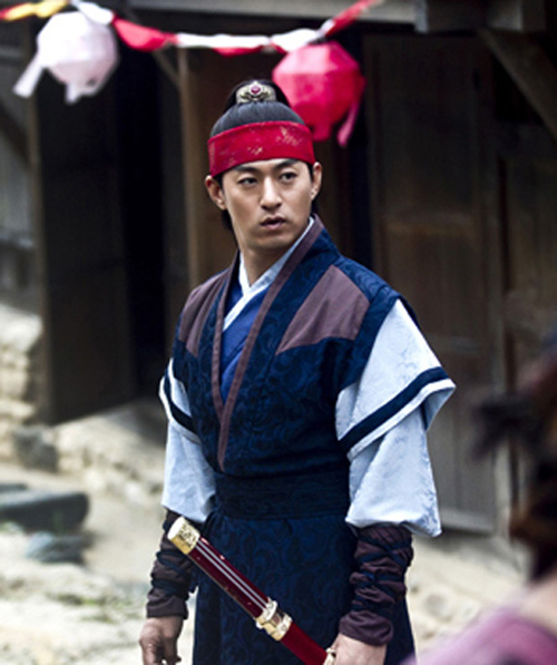 "In MBC's latest historical drama ""Empress Ki,"" Joo Jin-mo portrays a fictional sovereign of Goryeo Kingdom (918-1392). / Courtesy of MBC"