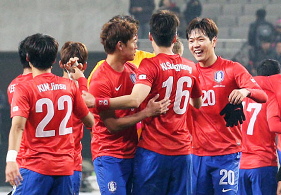 Korea's national football team players celebrate after a 2-1 victory against Switzerland in a friendly match between the two countries at Seoul World Cup Stadium, Friday. / Yonhap
