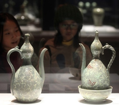 Visitors look at artifacts displayed at the National Museum of Korea's Goryeo celadon exhibition hall, which reopened on Tuesday after a year of renovations. / Yonhap