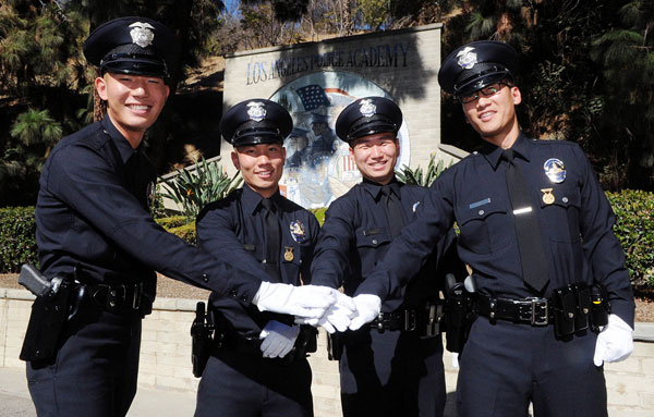 Four Koreans graduated from Los Angeles Police Academy on Friday. Kim Go(from left), Park Kyung-han, Park Myung-hun, Lee Ji-sung posed for picture after the ceremony. (Park Sang-hyuk)