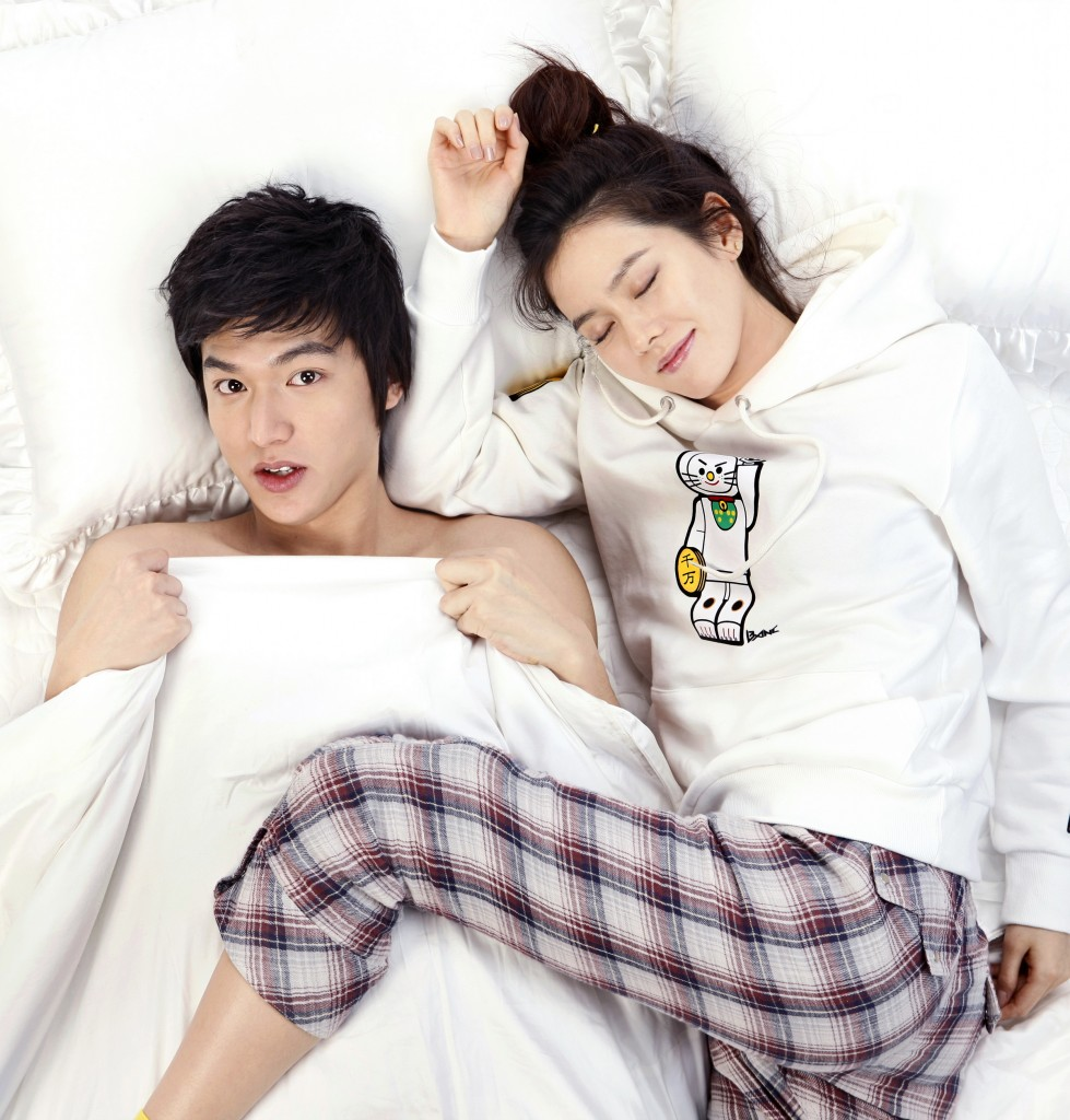 "Scene from 2010 MBC-TV sitcom ""Personal Taste"", starring Son Ye-jin, right, and Lee Min-ho. (Newsis)"