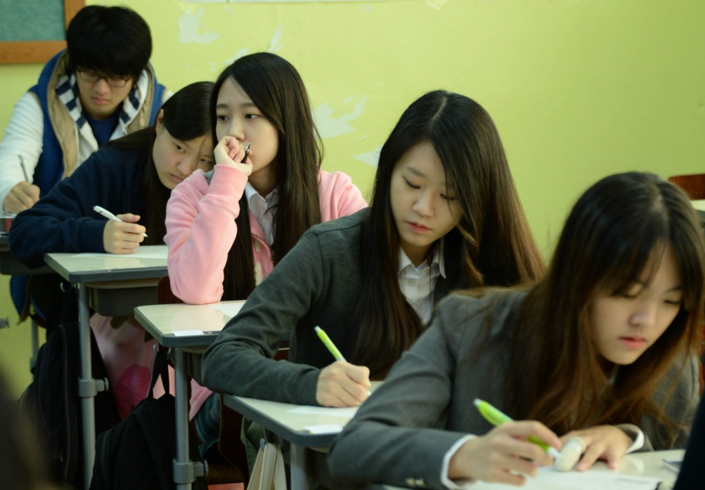 "South Korean students are well-known to be ""hyper-stressed."" (Newsis)"