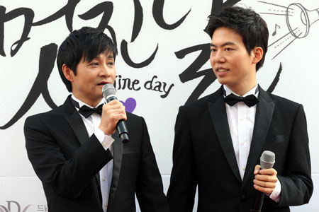 Kim Seung- hwan became the first South Korean gay couple