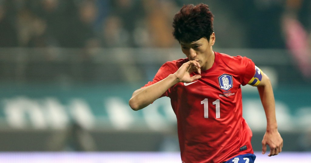 Korean midfielder Lee Chung-yong celebrates after scoring the match-winner in the 86th minute of a football friendly match between Korea and Switzerland at the Seoul World Cup Stadium, Friday. Korea claimed a 2-1 victory in the first clash between the two countries since Switzerland defeated Korea 2-0 in the final Group G match at the 2006 World Cup in Germany. / Yonhap