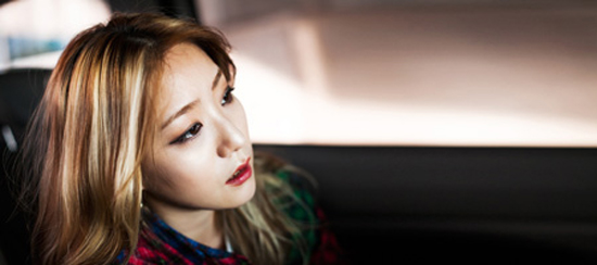 Underground R&B singer Shin Bo-kyung, better known as Boni, says K-pop's rise has fueled the departure of underground musicians to the trendy music scene in an attempt to earn money and fame easily.  (Photography by Park Young-kyu)