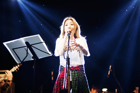 Boni sings during a festival hosted by the U.S. Forces Korea, headquartered in Yongsan, Seoul, on Oct. 19.