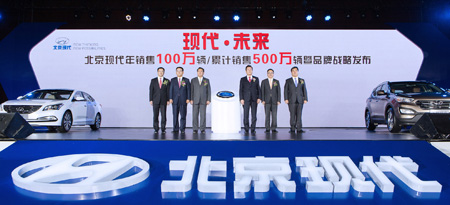 Hyundai Motor Group Vice Chairman Seol Young-heung, fourth from left, poses with Choi Sung-kee, second from left, chief of Beijing Hyundai Motor Company, and Chinese officials at an event to celebrate the sale of 1 million vehicles in China for the year in Beijing, Wednesday. (Courtesy of Hyundai Motor Group)