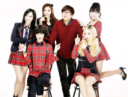 K-pop girl group Queen B'z poses with singer Byun Jin-sup. (Courtesy of JS Entertainment)