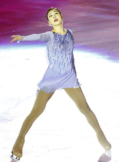 Kim Yu-na performs at the gala presentation of the Golden Spin figure skating competition in Zagreb, Croatia, Saturday, hours after topping the event. (Yonhap)