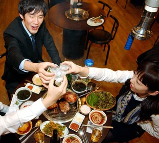 Office workers raise their glasses at their year-end party in a pub in Seoul in this file photo. During the year-end festive season, people tend to drink more than usual. (Korea Times)