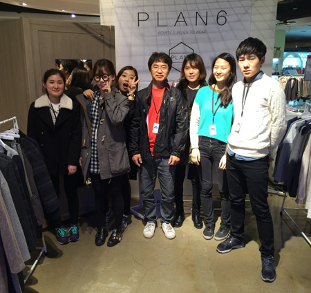 Student designer Kim Ga-eun, second from right, poses with Plan 6 colleagues at the brand's pop-up store at a department store in Seoul.  / Courtesy of Plan 6