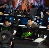 Game fans play newly-released online games at the G-Star game industry fair in BEXCO, Busan, in November last year. The event lost some of its luster after Korean companies refused to participate in protest of the political efforts to strengthen restrictions on gaming habits. (Korea Times)