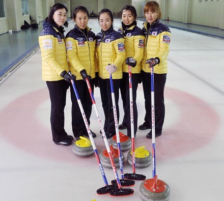 The Korean female curling national team, from left, Um Min-ji, Shin Mi-sung, Kim Ji-sun, Lee Seul-bee and Gim Un-chi became popular figures in Korea after the Olympics.