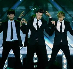 South Korea pop group UKISS performs on the stage during the 2013 Hallyu Dream Concert in Kyungju, South Korea on October 06, 2013. (Yonhap)