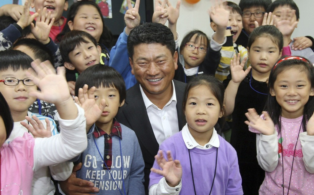 The KJ Choi Foundation (www.kjchoifoundation.org)  supports the hopes and dreams of youth around the world. (Newsis)
