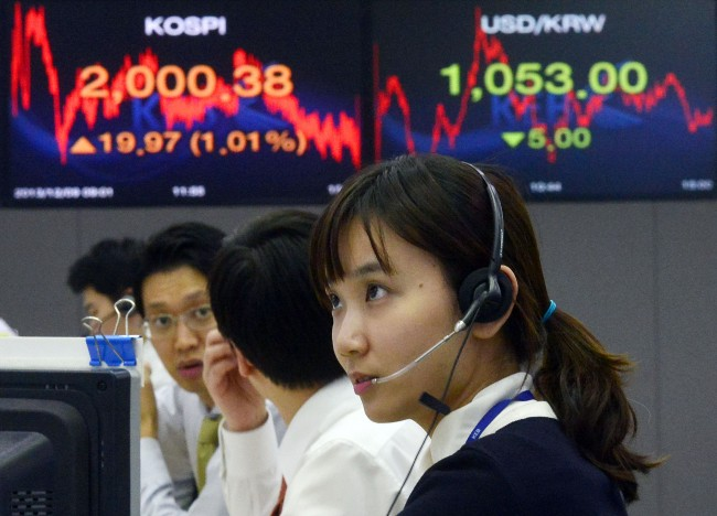 Korean won hit a two-year high against the dollar on Tuesday. (Newsis)
