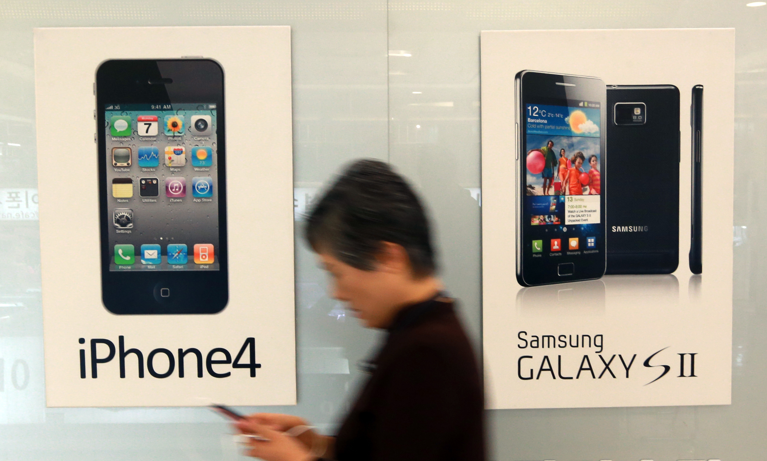Samsung received a major blow in its legal battle against Apple. (Yonhap)