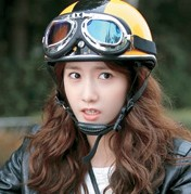 """Girls' Generation's Yoona stars in a scene from """"Prime Minister  and I"""" opposite veteran actor  Lee Bum-soo."""