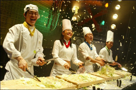 """""""Cookin',"""" better known as """"Nanta,"""" a non-verbal comedy show, which was first put on stage in 1997, is likely to break the 10 million audience mark this year. (Korea Times file)"""