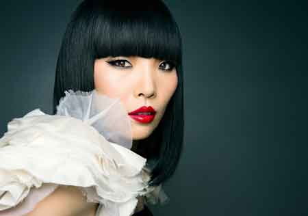 """Dami Im, 25, is the first Asian-Australian to win a music audition program when she triumphed in the """"X Factor Australia 2013"""" last October. She performed in Sydney, Sunday, on Australia's National Day.  (Korea Times file)"""