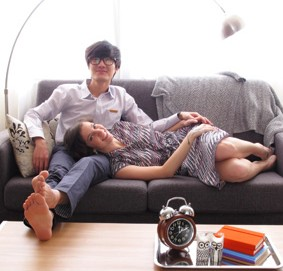 "Hallie Bradley, right, author of the blog ""The Soul of Seoul"" sits with her husband, guitarist Jung Jae-oo. The couple has implemented ""fighting rules"" to help handle cultural differences in their marriage.  (Courtesy of Hallie Bradley)"