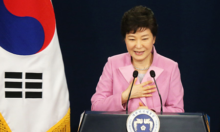 President Park Geun-hye speaks during her first New Year press conference at Cheong Wa Dae, Monday. (Yonhap)