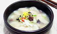 "Korea's traditional rice cake soup ""tteokguk"""