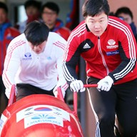 Bobsledders Won Yun-jong, right, and Seo Yeong-woo, who will represent Korea at the Sochi Olympics, practice at their training facility in PyeongChang, Gang-won Province, Monday. (Yonhap)