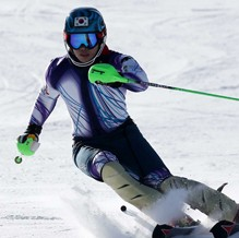 After being sidelined from the 2006 and 2010 Games, Jung Dong-hyun is eyeing his first Olympic appearance in Sochi. (Yonhap)