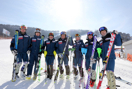 Korea's national ski team members pose at Alpensia Ski Resort in Gangwon Province on Jan. 19. The Korean delegation to Sochi Winter Olympics has increased to a record 71, with five more ski athletes added to compete in the event. (Yonhap)