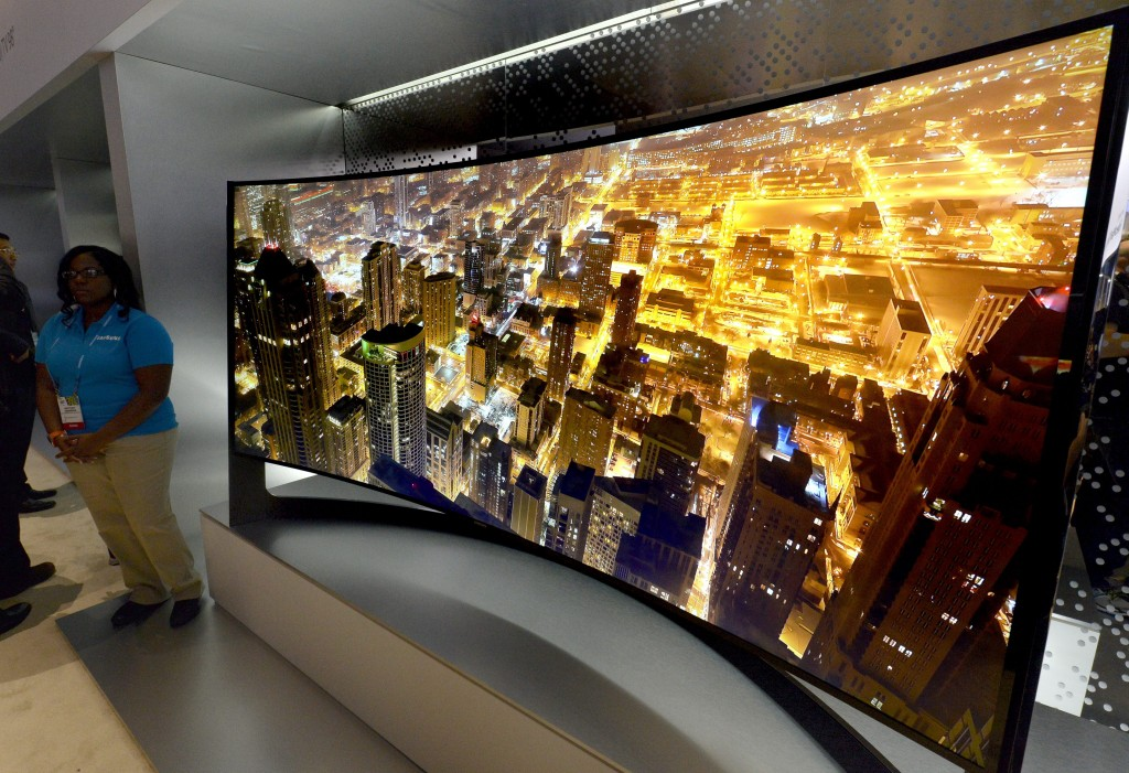 Samsung Panoramic 105 inch Curved UHD TV is displayed at the Las Vegas Convention Center at the 2014 International CES (Consumer Electronics Show) in Las Vegas, Nevada, USA, on 07 January 2014.(yonhap)