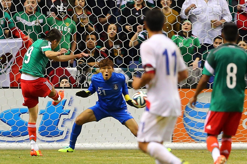 Oribe Perralta traps, turns, and scores in one motion to give Mexico 1-0 lead. (Yonhap)