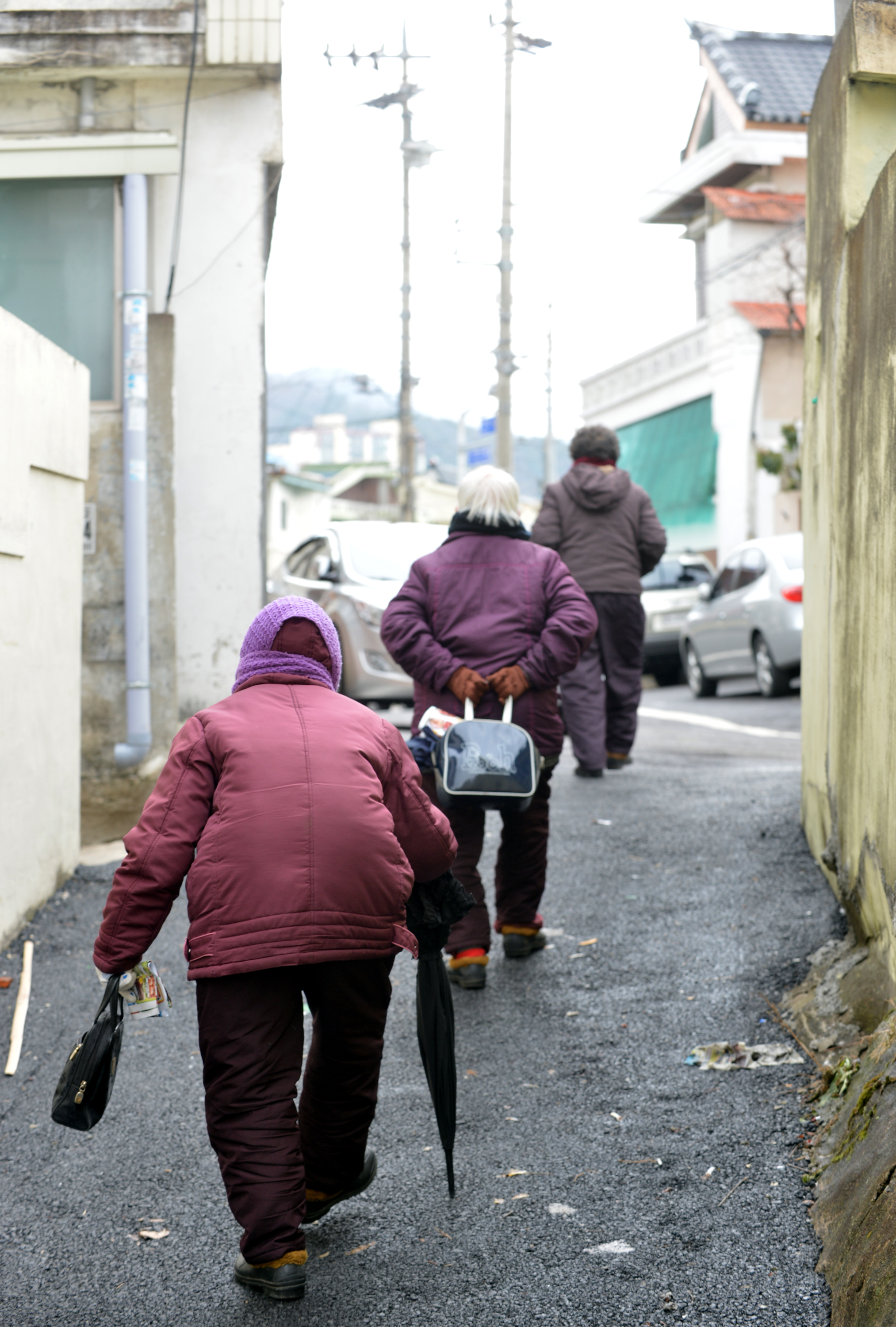 South Korea is known for big spending on private tutors and luxury goods, but half of elderly are poor, which is the highest rate in the industrialized world. (Newsis)