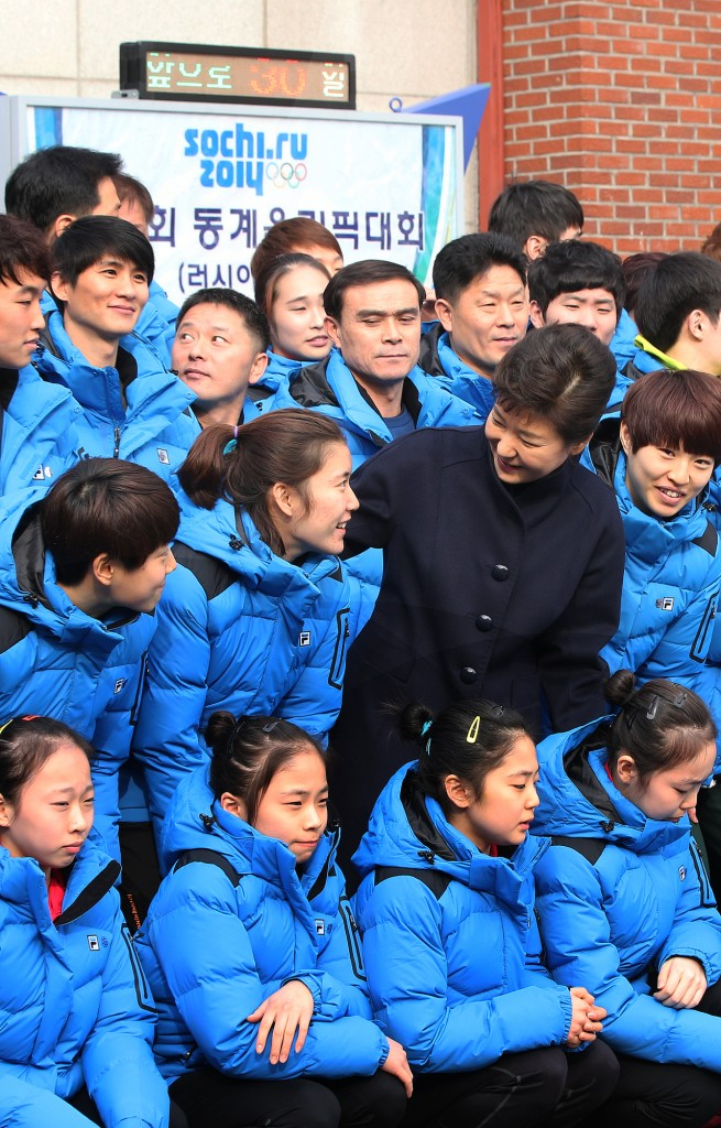 To mark the 30-day countdown, President Park Geun-hye visited the National Training Center on Wednesday to encourage the athletes. (Yonhap)