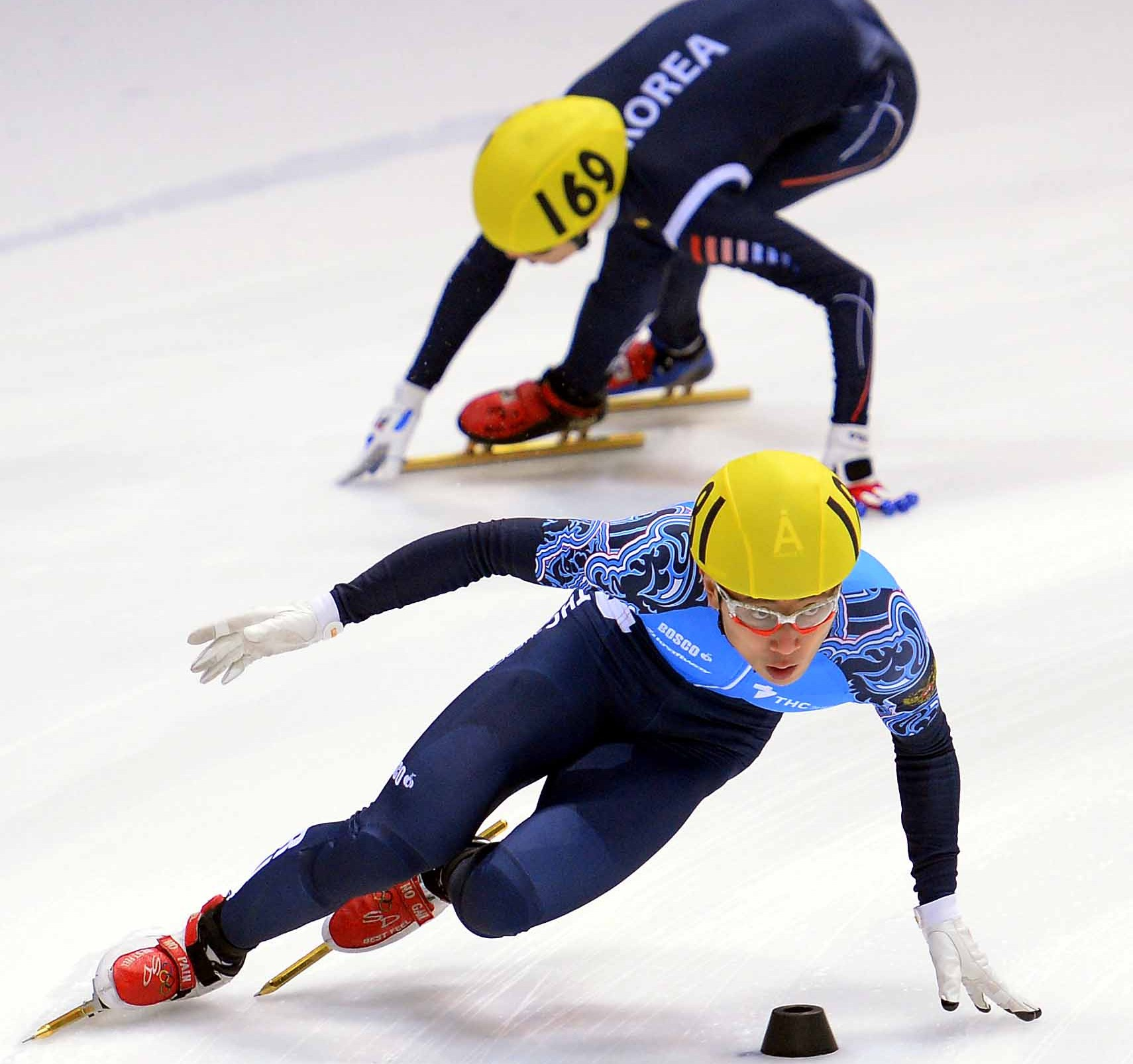 Viktor Ahn, front, formerly known as Ahn Hyun-soo, has been racing against Koreans since 2010, as a Russian.  (Newsis)