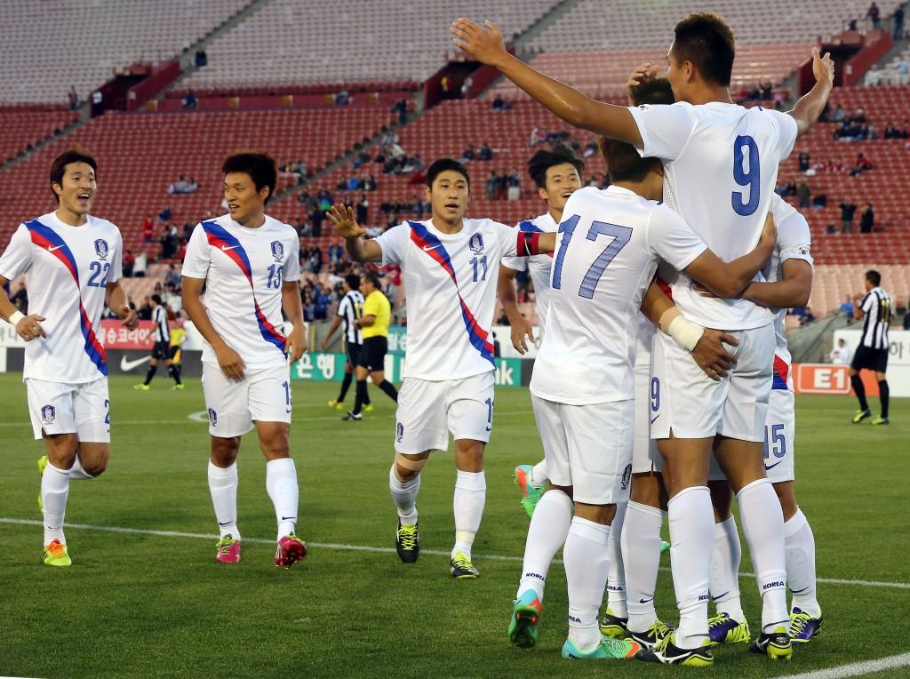 Korean players run toward Kim Shin-wook (No. 9) who scored the goal to celebrate. (Yonhap)